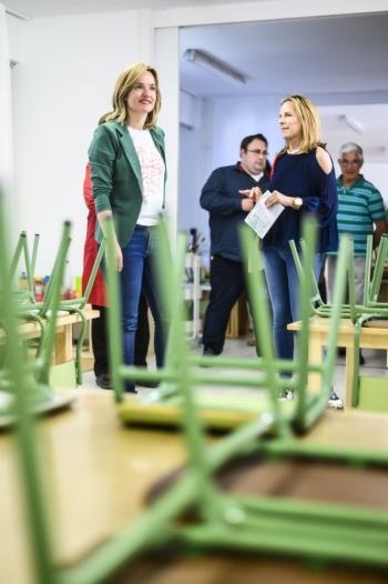 Pilar-Alegría-durante-la-campaña-electoral-2019-Visita-Colegio-Barrio-Oliver