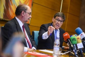 Arturo-Aliaga-y-Javier-Lambán-firmando-el-acuerdo-para-la-legislatura-en-2019