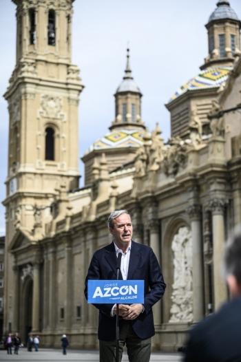 Jorge-Azcon-en-la-Plaza-del-Pilar-de-Zaragoza-en-2019
